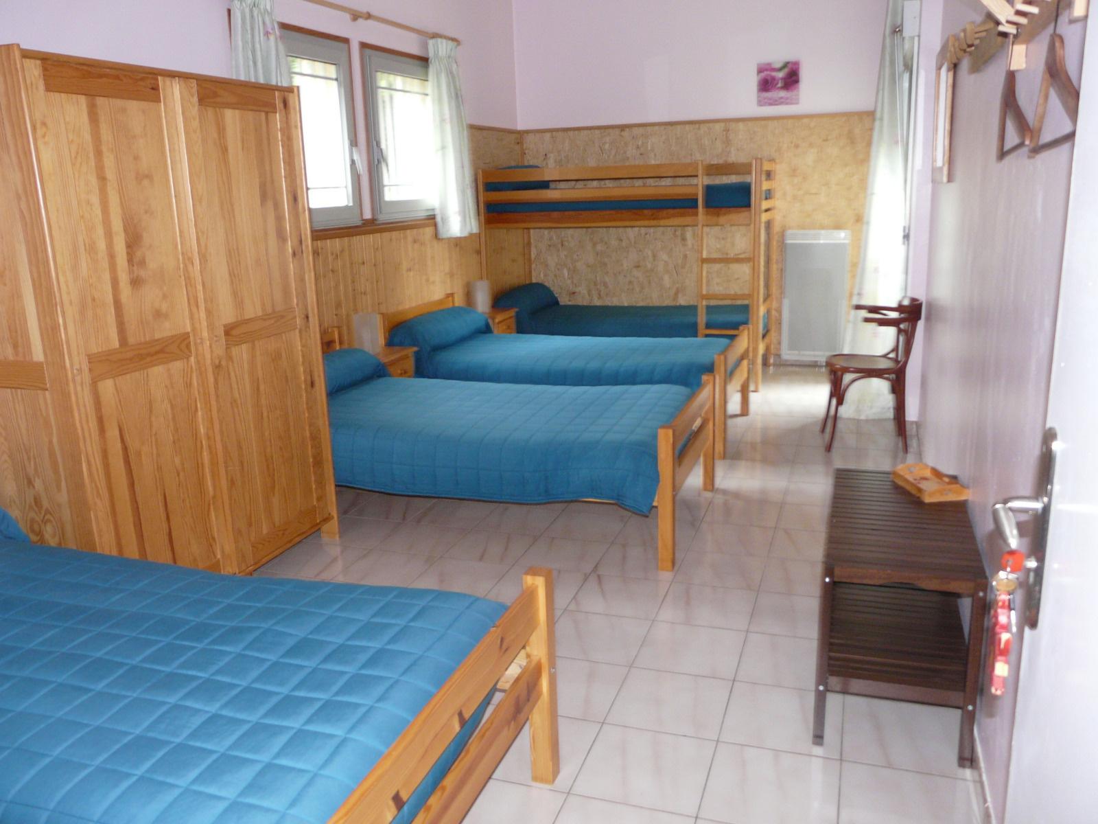 vente font romeu chalet usage de chambres d 39 h tes ou g te. Black Bedroom Furniture Sets. Home Design Ideas